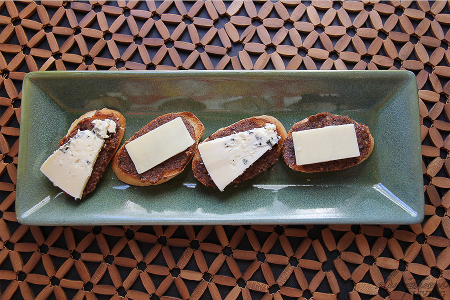 cheese fig walnut crostini
