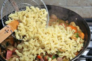 mixing jambalaya pasta